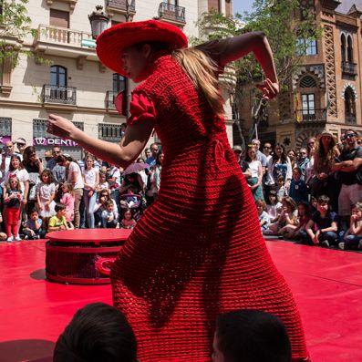 La compañía andaluza LANÓRDIKA circo&danza abre el telón del ciclo palentino 'Pasen y vean' con 'Rojo Estándar'