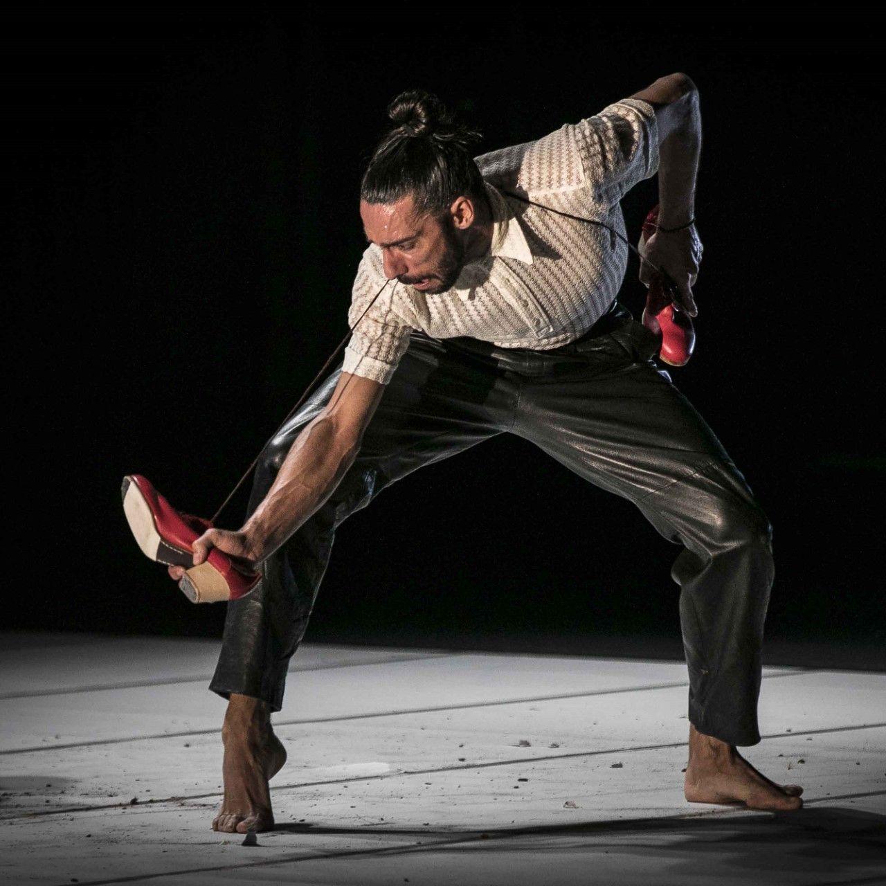 'Danza a Escena' se despide del Teatro Principal de Palencia con Eduardo Guerrero y su 'Sombra Efímera'