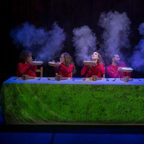 El Premio Nacional de Teatro para la Infancia y la Juventud 2010 Aracaladanza sube 'Vuelos' al Teatro Arniches de Alicante